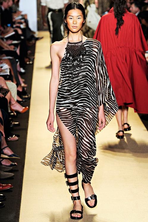 Новинки летних сарафанов и платьев ... Описание платьев, фото платьев, новинки в мире платьев - выбирайте платья для себя! Сегодня в моде новинки летних