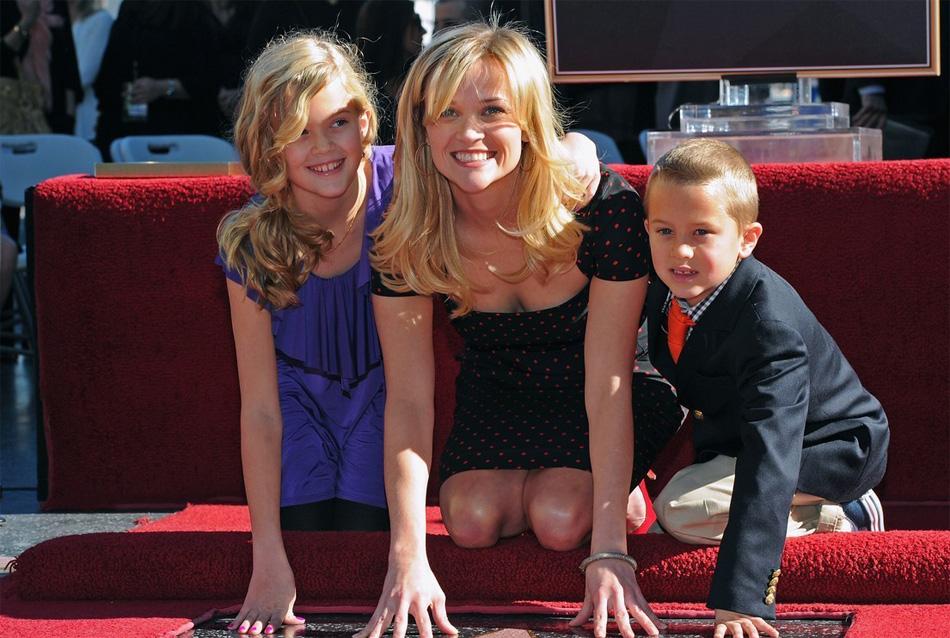 Риз Уизерспун (Reese Witherspoon) с детьми