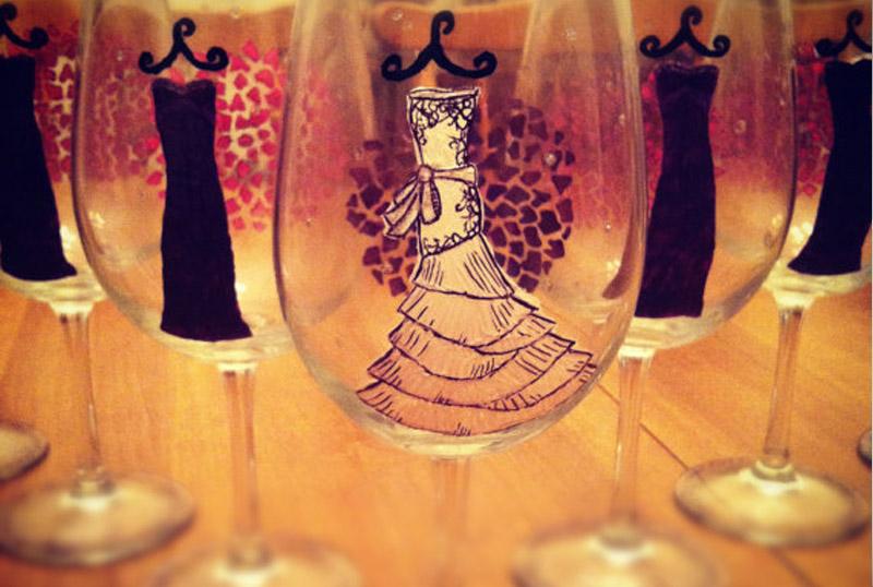 Как задекорировать свадебные бокалы