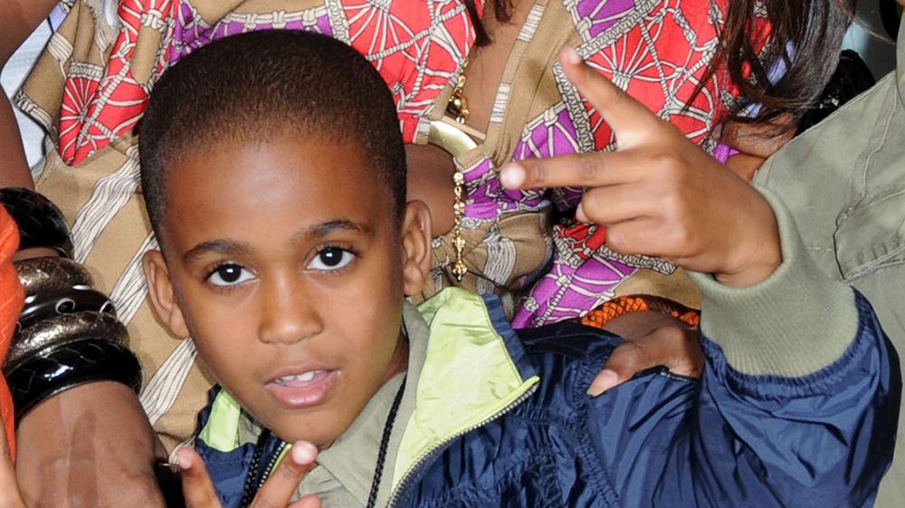 Ашер (Usher) молится за жизнь приемного сына Кайла