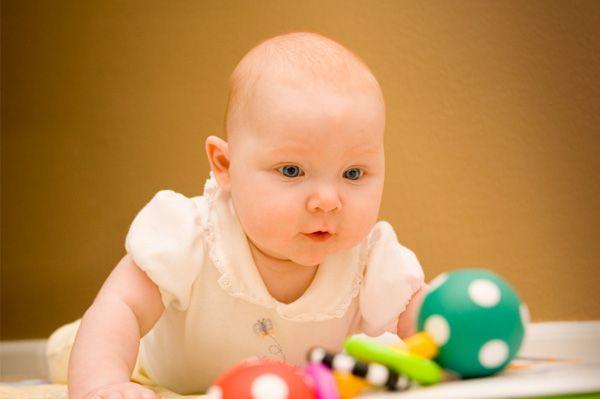 Как выбрать первую погремушку для ребенка
