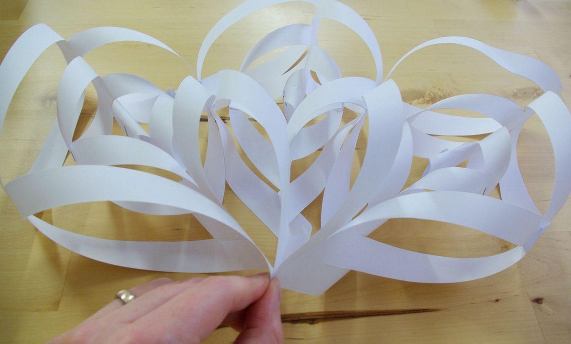 Как сделать объемная снежинку из бумаги своими