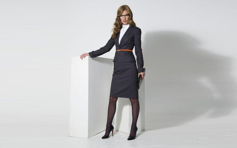 С наступлением холодов бизнес-леди ищут новые решения в своем гардеробе, чтобы выглядеть стильно, модно и безупречно