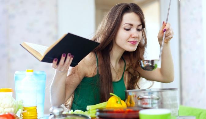 Картинки по запросу хозяйка готовит